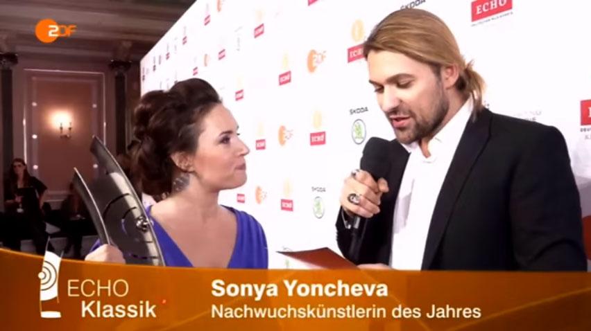 Соня Йончева с награда ECHO Klassik 2015 в интервю на Дейвид Гарет :)